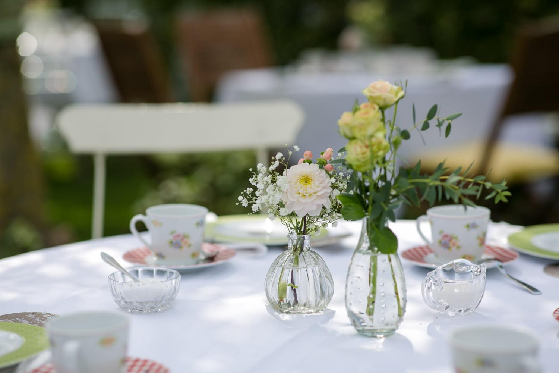 Blumendeko Hochzeit im Farbkonzept Apricot