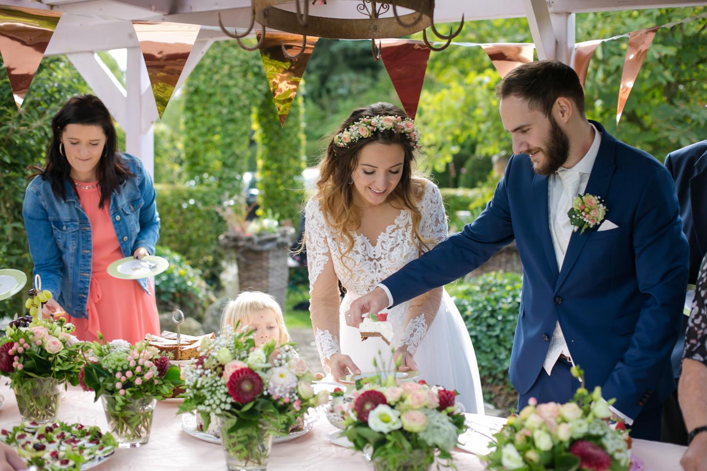 Buffet Torte Hochzeit draußen