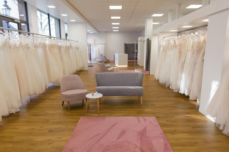 traumhafte Brautkleider im Brautraum