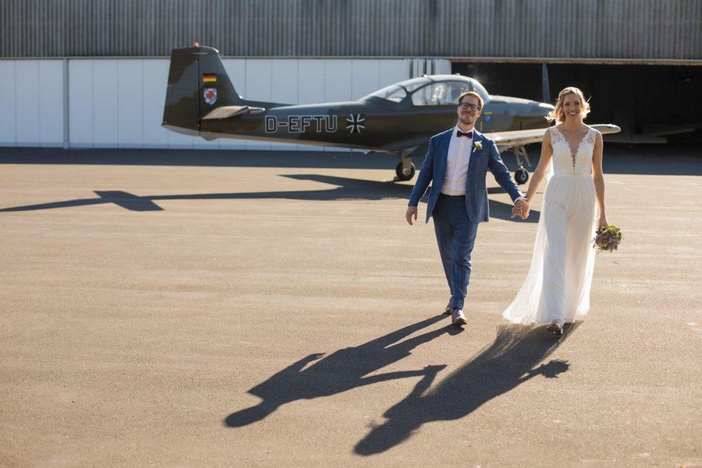 Hochzeitsfotos am Flugplatz