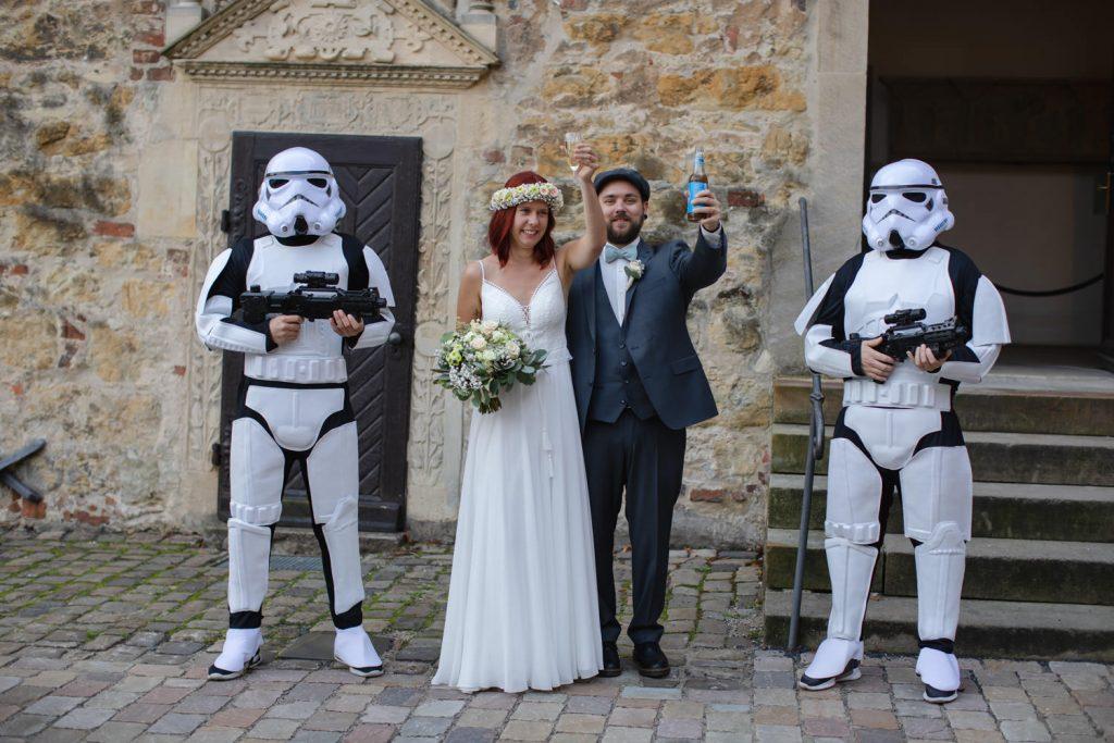 Sturmtruppler auf Hochzeit